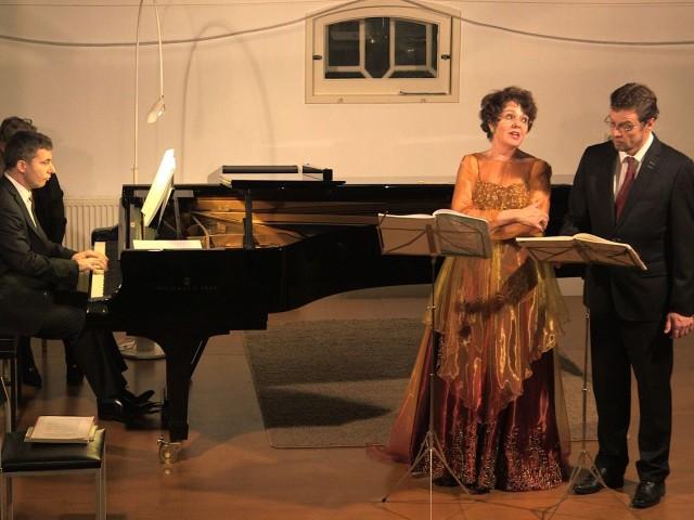 Mahler-still-duet1