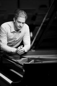Joseph Moog pianorecital 'Hommage to Rian de Waal' @ Concertboerderij 'Onder de Linden' | Valthermond | Drenthe | Netherlands